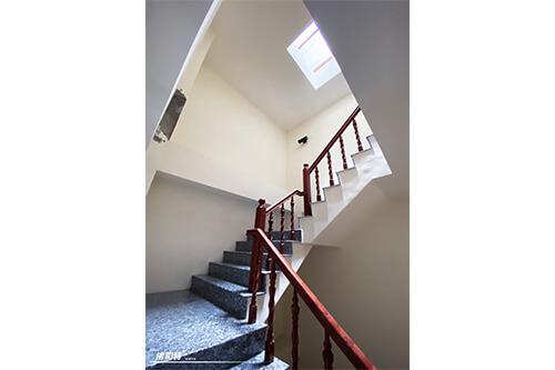 南投 曾先生 透天自宅 鐵皮屋頂樓梯間