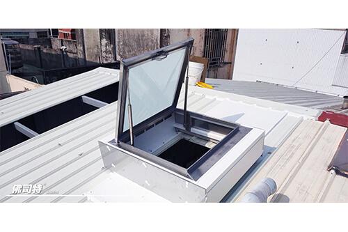 台中 許先生 透天鐵皮屋頂 維修孔
